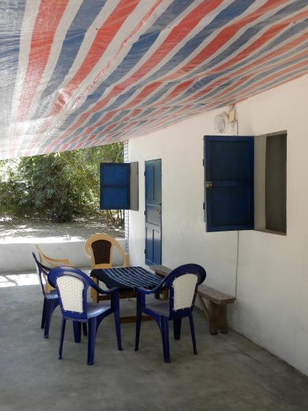Two separate guest rooms with privé shower and toilet., holiday rental in Kartong