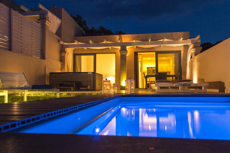 Design Villa, 2BR Private Pool & Jacuzzi, Sea View, vacation rental in Messonghi