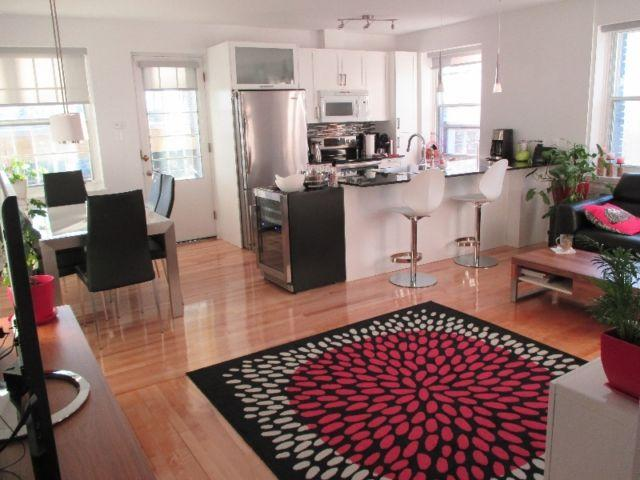 Room to rent in one of the best area of Montreal, 5 minutes walking from subway and train.