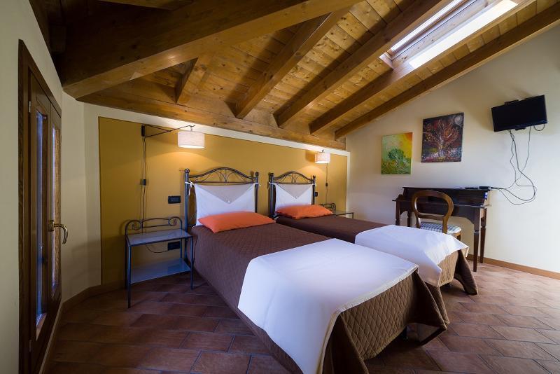 stanza n° 24 si può allestire con due letti oppure farla matrimoniale