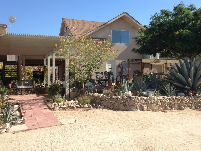 Full 2nd story apartment with amazing desert views.  Your home away from homell