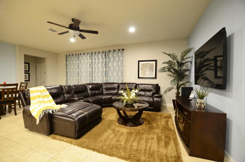 New Opening 8br/6ba pool villa from $260/nt ,Close to Disney, holiday rental in Kissimmee