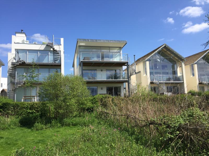 Peaceful Lakeside Retreat, vacation rental in Ashton Keynes