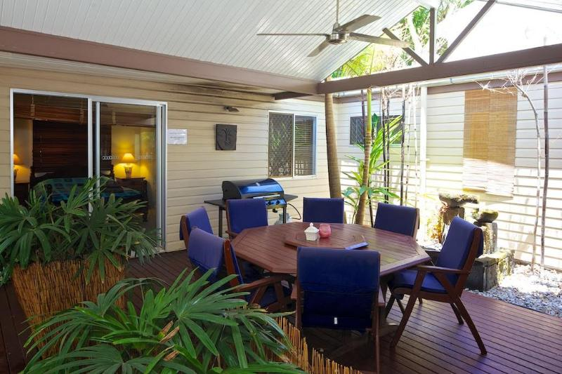 Pet Friendly Sunshine Beach House, vacation rental in Tewantin
