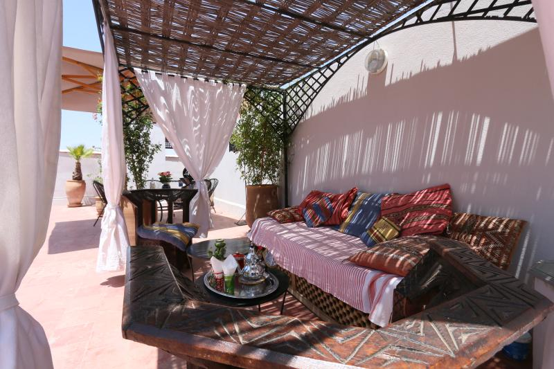 'Riad Hemingway' top 20 Traditional - Marrakech Médina Wifi 'private room', vacation rental in Marrakech