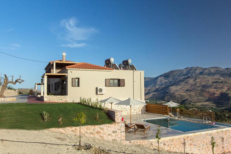 Villa Amygdalia, vacation rental in Exopoli