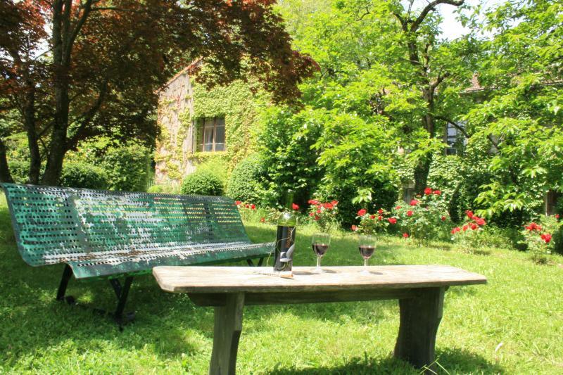 Stylish apartment, set within beautiful gardens, casa vacanza a Mazamet