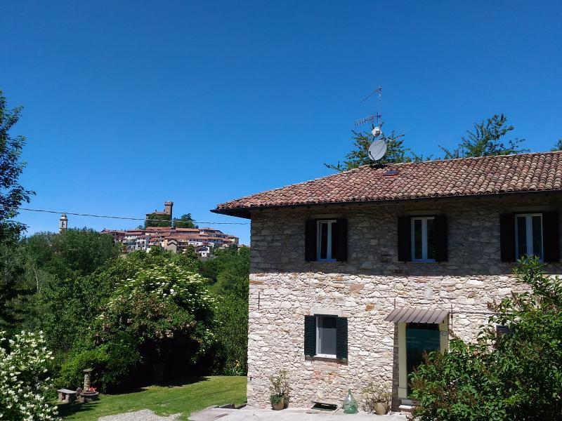 Casa dei nonni (casa per gruppi fino a 10-11 pers), Ferienwohnung in Tagliolo Monferrato