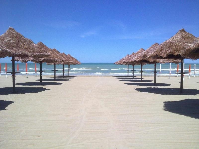 Spiaggia sabbiosa attrezzata