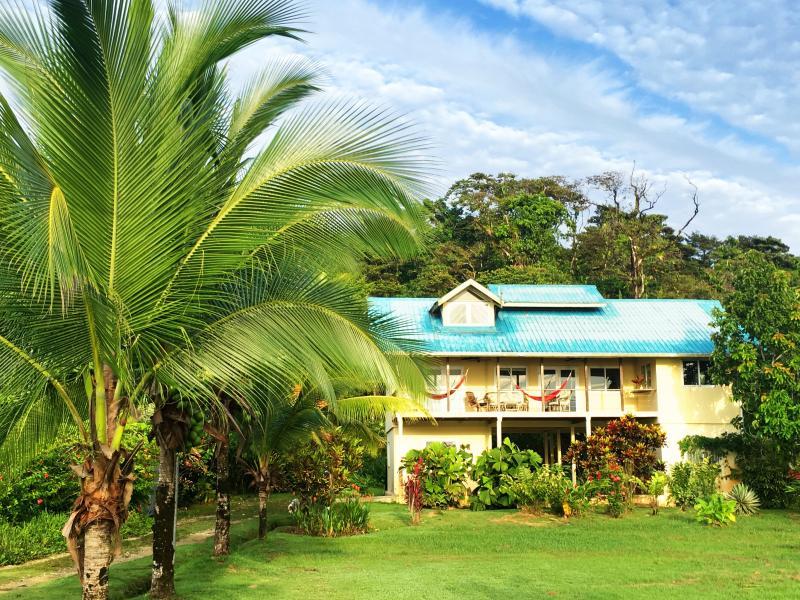 Casa K Beach House, beachfront, a/c, hot water and wireless internet