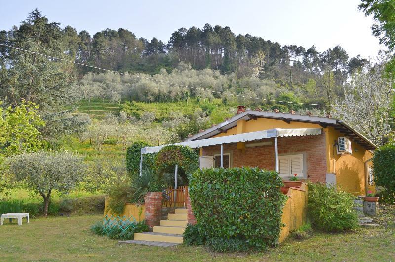 La Casina nel Bosco, vacation rental in Colle di Compito