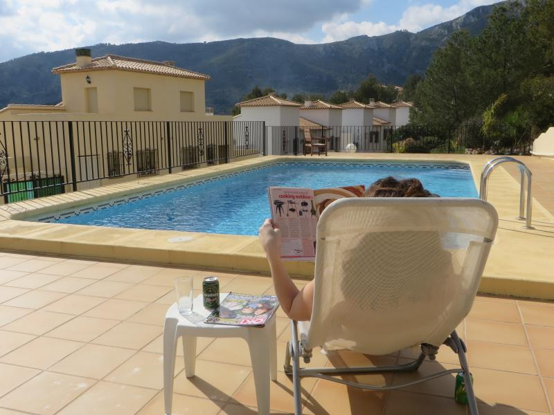 2 Bed Villa, Wi-Fi, Aircon, Shared Pool, Views down valley to sea, vacation rental in Sagra