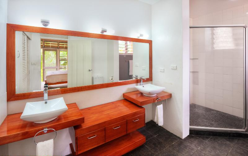 Large ensuite,twin basins and over head showers