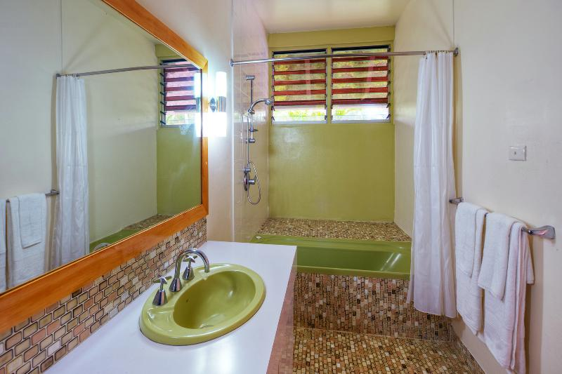 Seperate batrhroom with combination tub.