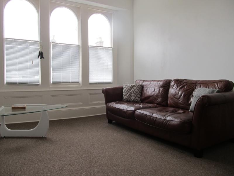 The Beatnik, Fine spacious apartment & parking, vacation rental in Plymouth