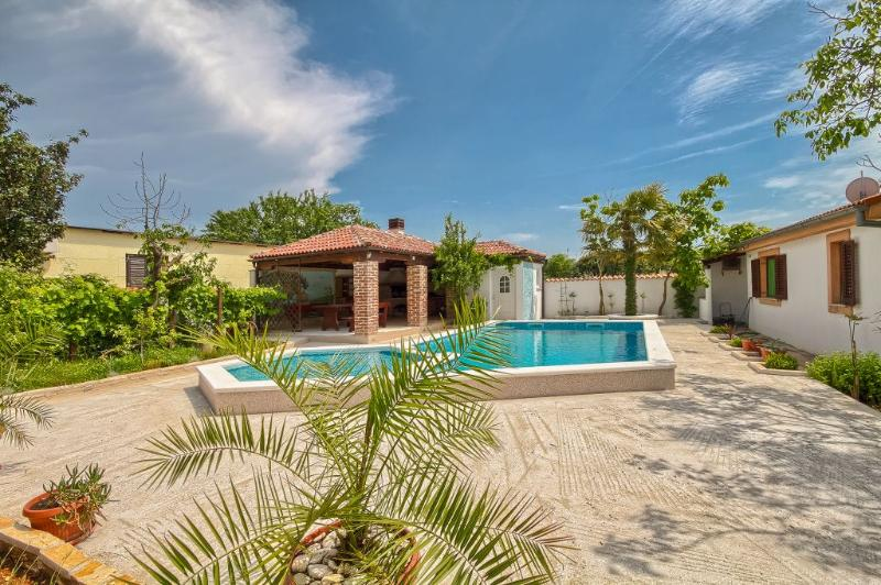 Pula - Holiday Home CASA SOLE-with heated pool, vacation rental in Pula