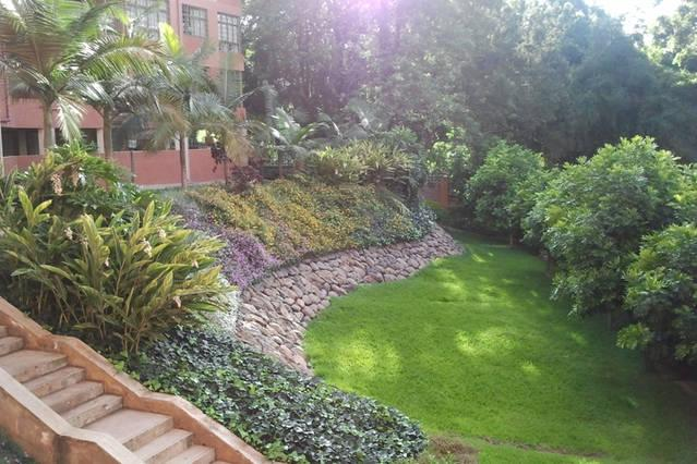Serene Central and Accessible Comfortable Loft, With Great Secur Security,Near Malls and Eateries,