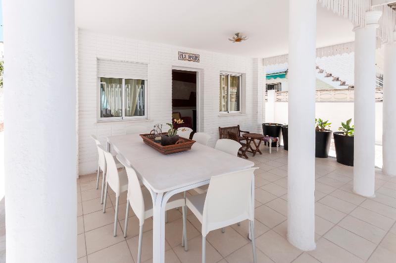 DIMARTS - Chalet for 8 people in Playa De Gandia, holiday rental in Grau de Gandia
