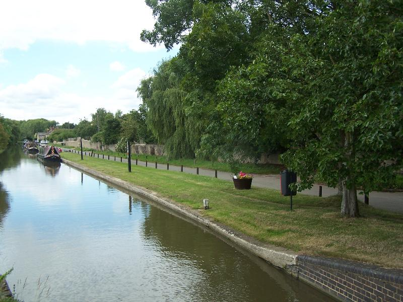 Canal at Thrupp, you can follow the tow path all the way into Oxford