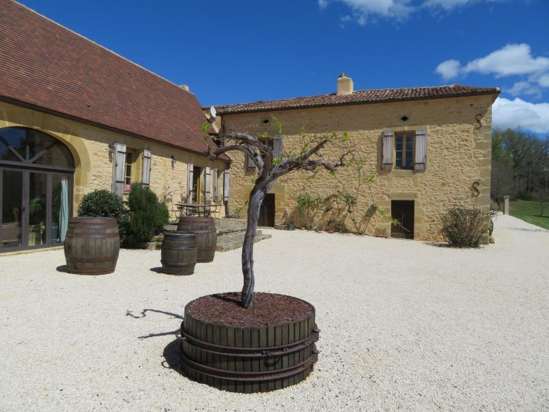 Charming bed and breakfast with heated swimming pool Périgord