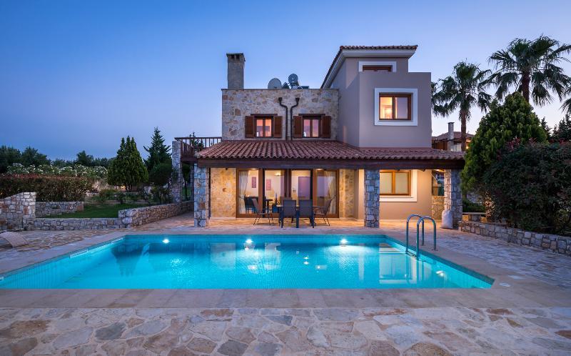 Rodia Luxury Villa With Pool