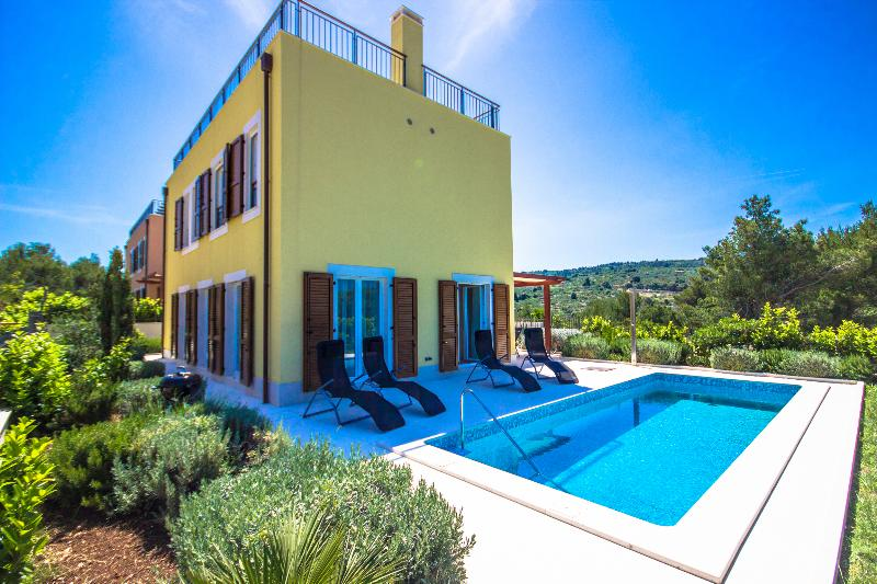 Splitska Villas - Villa Yellow, location de vacances à Splitska