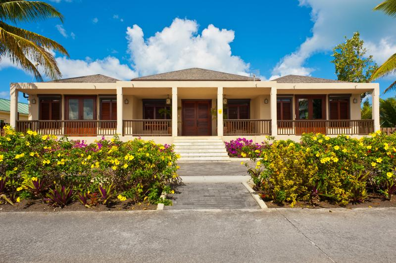 SAND CASTLE beach front villa Jolly Harbour #445, holiday rental in Jolly Harbour
