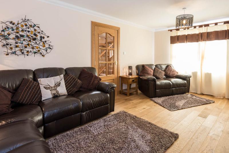 Il Lounge può ospitare 7 sui divani e ha due sacchi di fagioli.