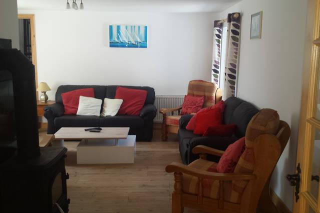 Spacious sitting room with  Stove, HD TV, Freeview sat, local channels and WiFi.