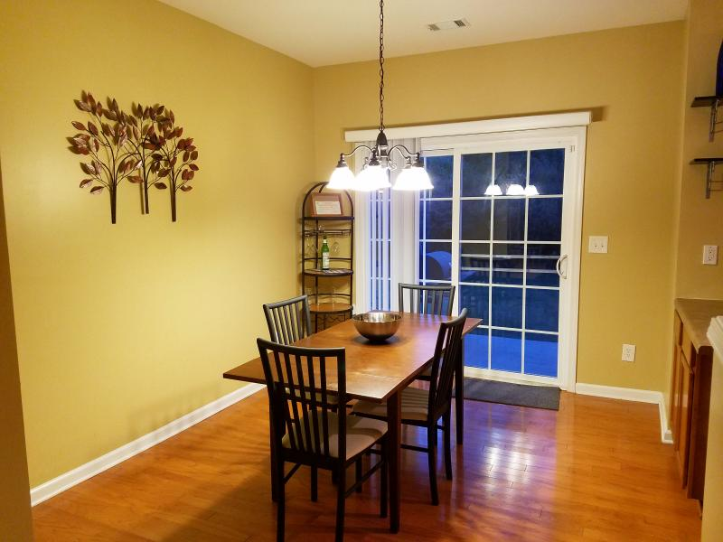 Inviting Townhome for 10, holiday rental in Union City