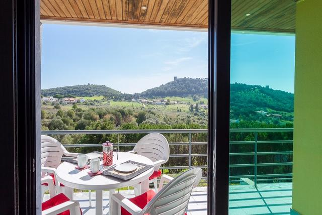 Casa Saffron semi-detached house with panoramic views sleeps 6, vacation rental in Setubal District