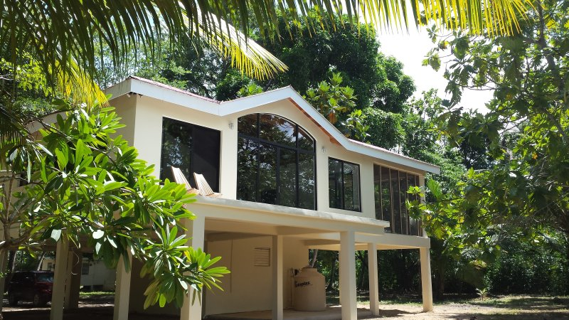 Beautiful villa in a spectular Belizian rainforest jungle overlooking the Sittee River