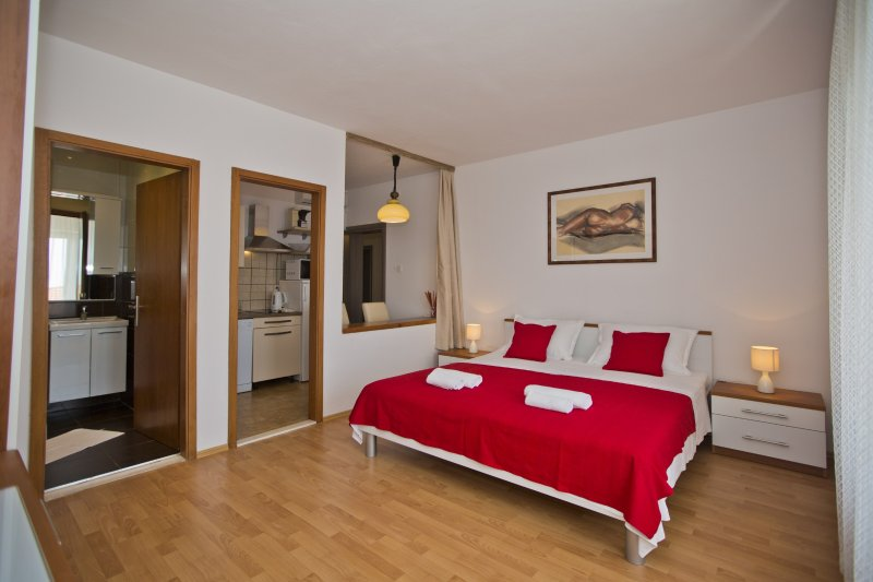 Apartment in one of the most quiet Hvar neighborhoods, yet close to all major places of interest.