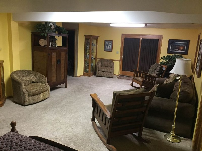 Walkout Basement W/ Mountain View, holiday rental in Johnstown