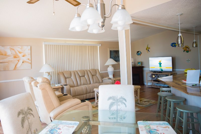 Newly renovated rental - mintues from beach!, holiday rental in Surfside Beach