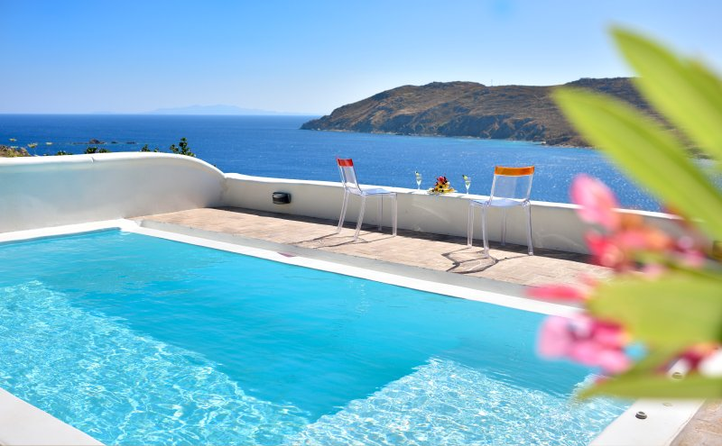 Villa Helios - 2 bedrooms -Private Pool, holiday rental in Kalo Livadi