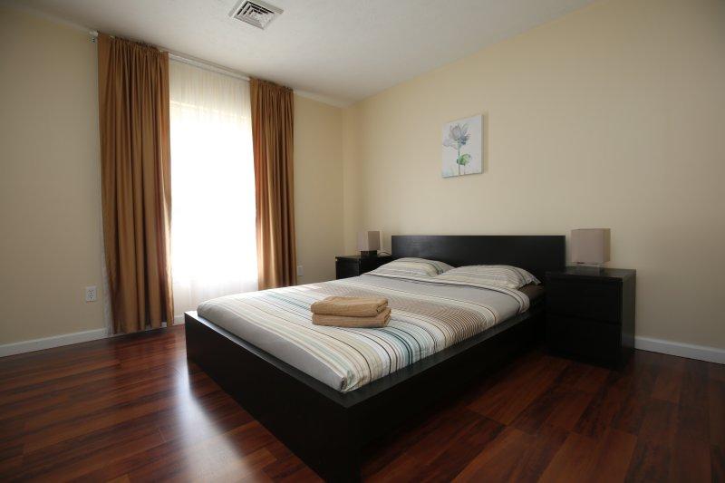 Bedroom 5, queen size bed