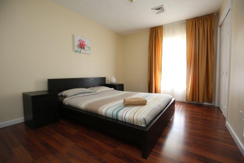 Bedroom 4, queen size bed