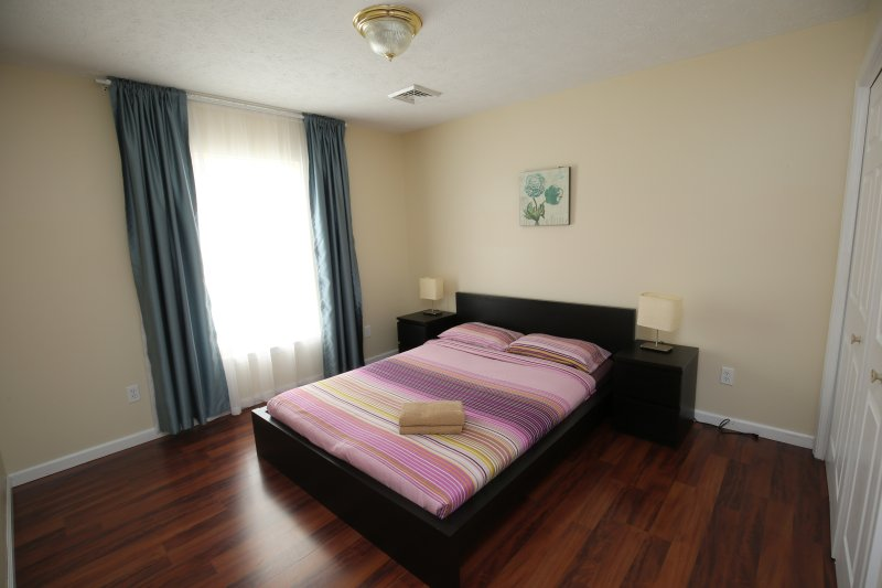 Bedroom 3, queen size bed
