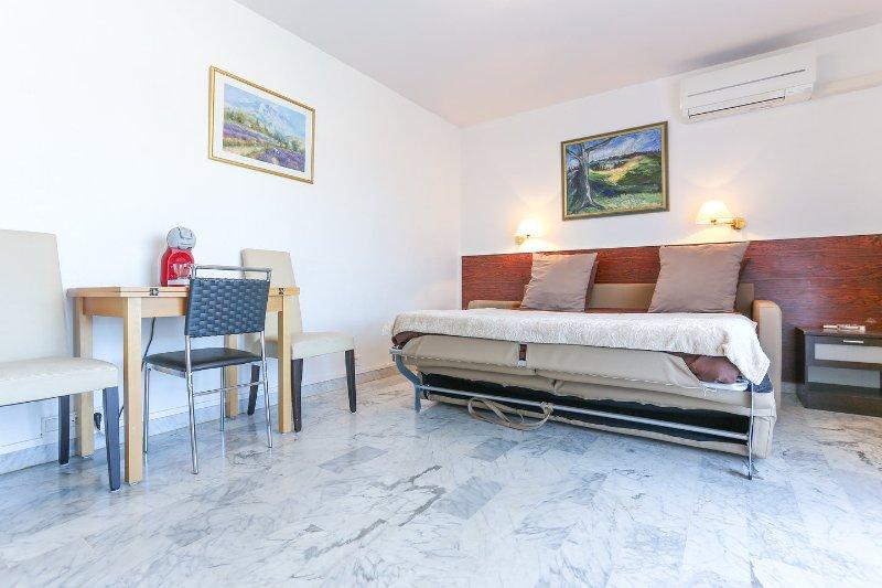 GOLFE RESIDENCE STUDIO COLLINE, vacation rental in Golfe-Juan Vallauris