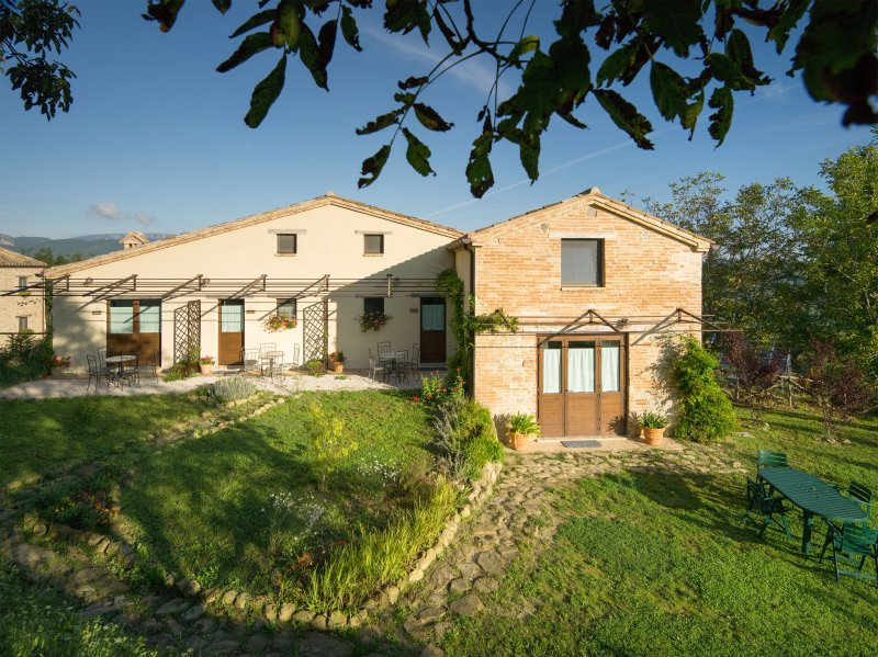 Serpanera - CERQUONA, holiday rental in Montefortino