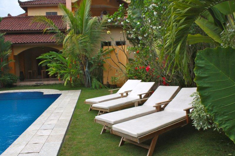 Ada Waktu, Jogja, comfort room 3 guests, terras, swim, B&B !, casa vacanza a Wonosari