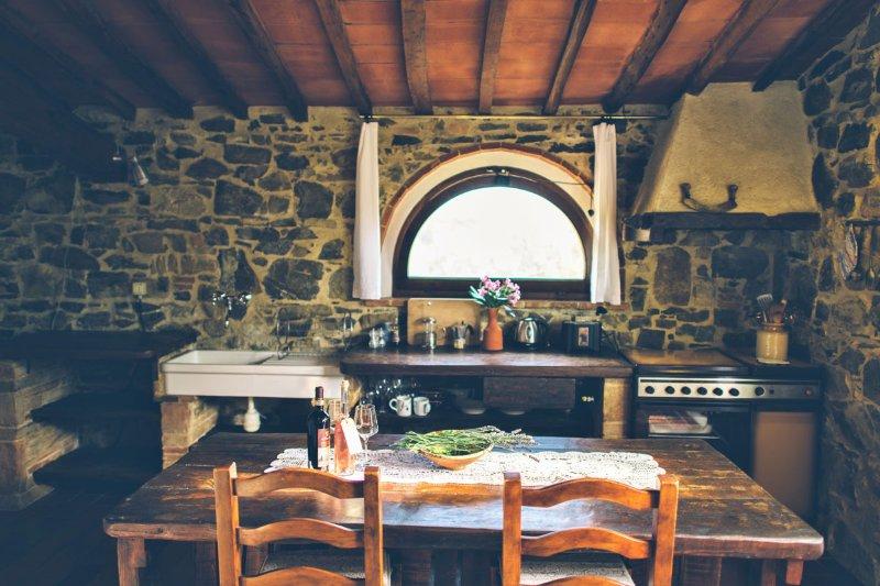 Tinaia kitchen