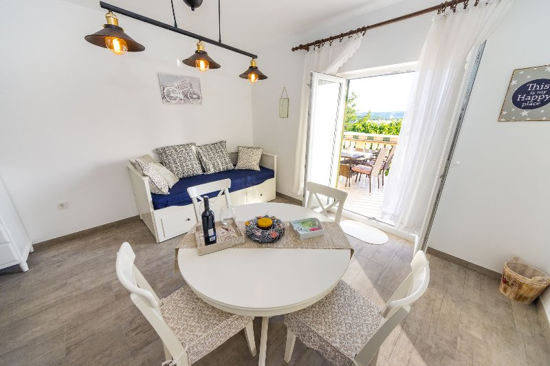 Appartment Zrilić on seaside  near Zadar, holiday rental in Turanj