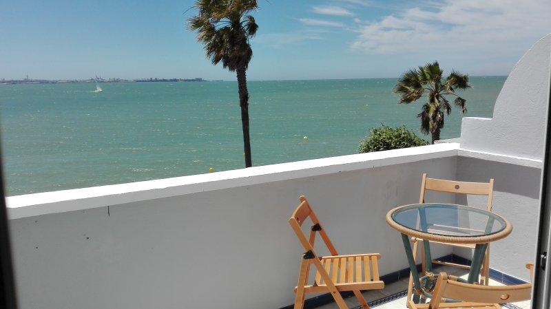 Terraza con vistas al mar y a la playa