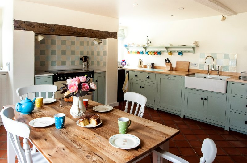 The traditional style farmhouse kitchen with butler sink and range cooker