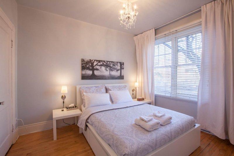 # 1 dormitorio - 1 ° piso de la sala frontal - cama matrimonial