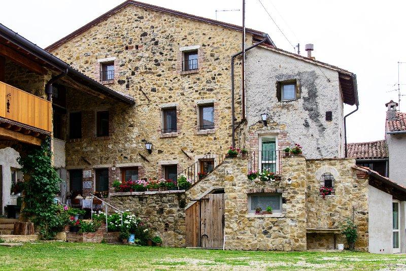 Alloggio Suite 2 - Antico Borgo, holiday rental in Bertigo