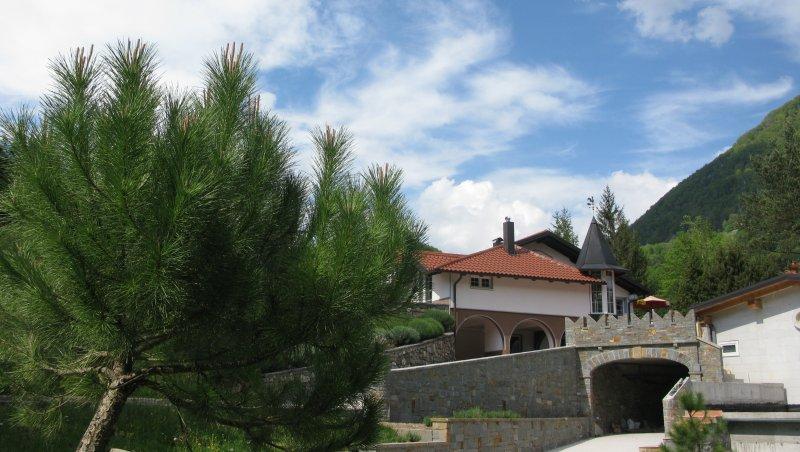 Red Apartment by the river Bača, Kneža, Most na Soči, vacation rental in Most na Soci