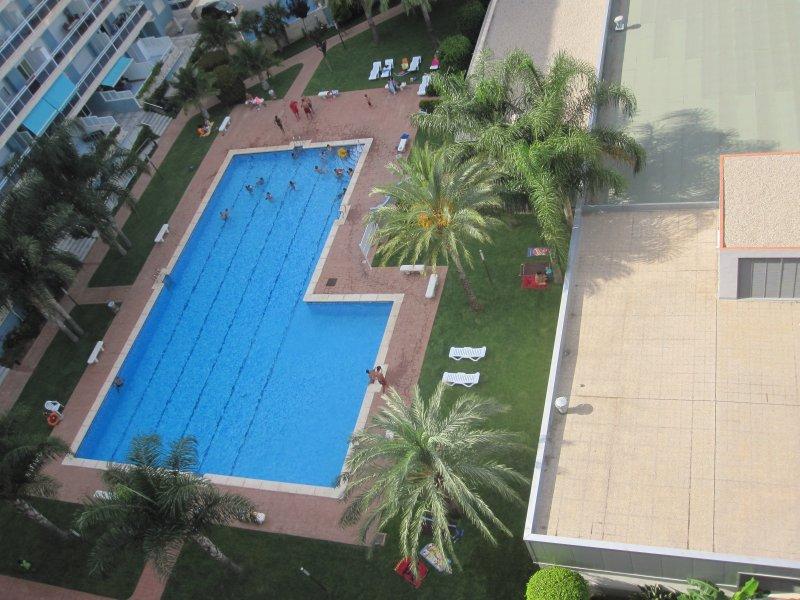 Apart. con piscina, tenis,  2 dormit.,2 baños,, aluguéis de temporada em Marxuquera
